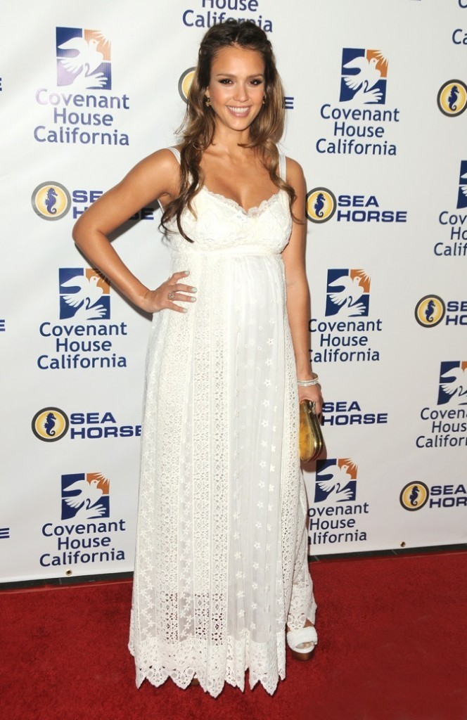 Jessica Alba à Covenant House California, 2011 à Los Angeles