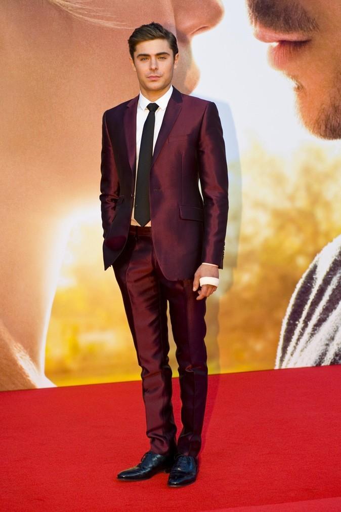 En costume rouge, he is on fire !!!