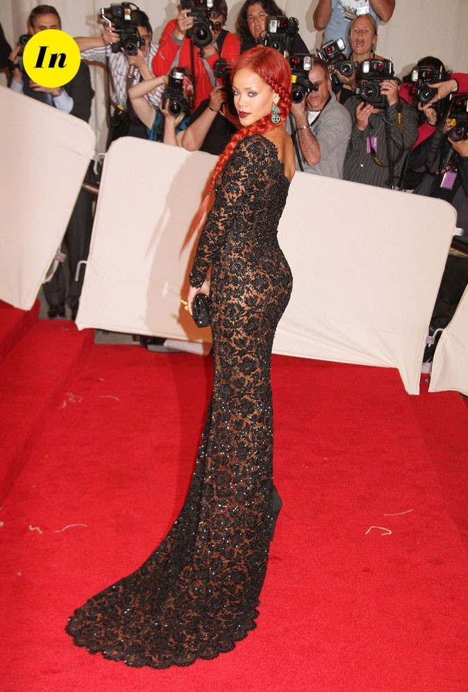 Photo look de star au MET Ball 2011 : la robe asymétrique Stella McCartney de Rihanna