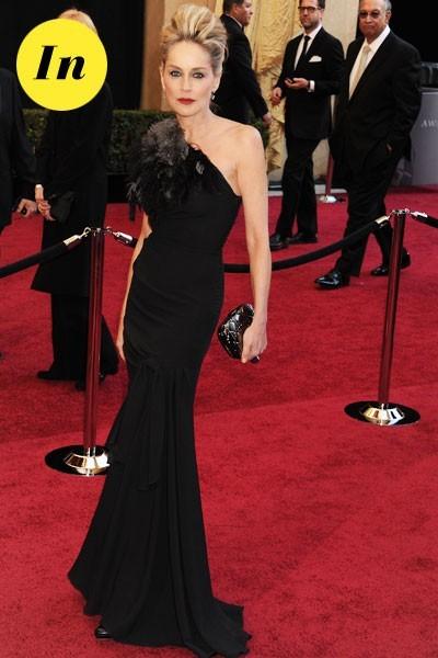 Oscars 2011 : la robe longue asymétrique de Sharon Stone