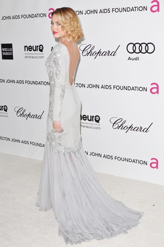 Miley Cyrus porte une robe de princesse !