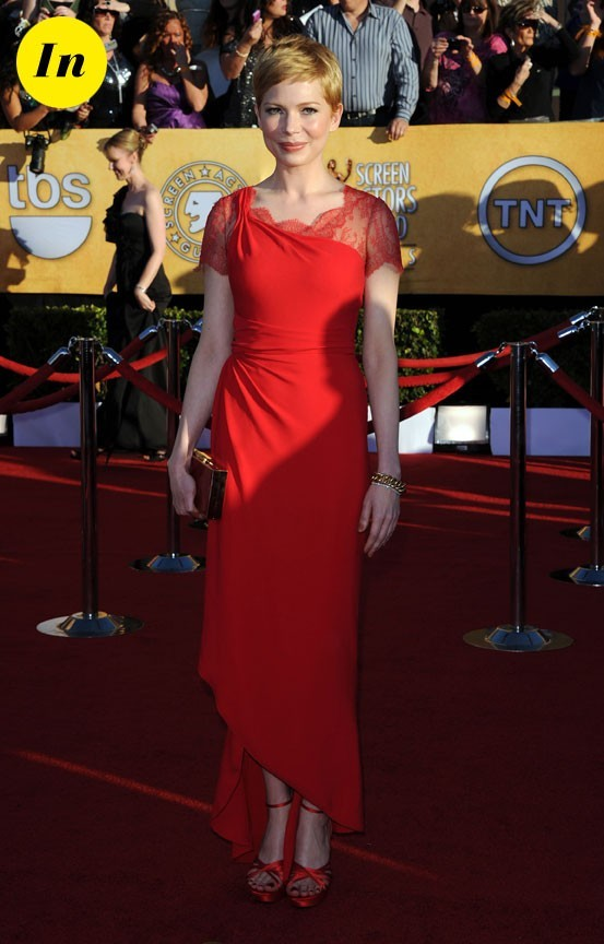 Michelle Williams très classe dans sa robe rouge Valentino