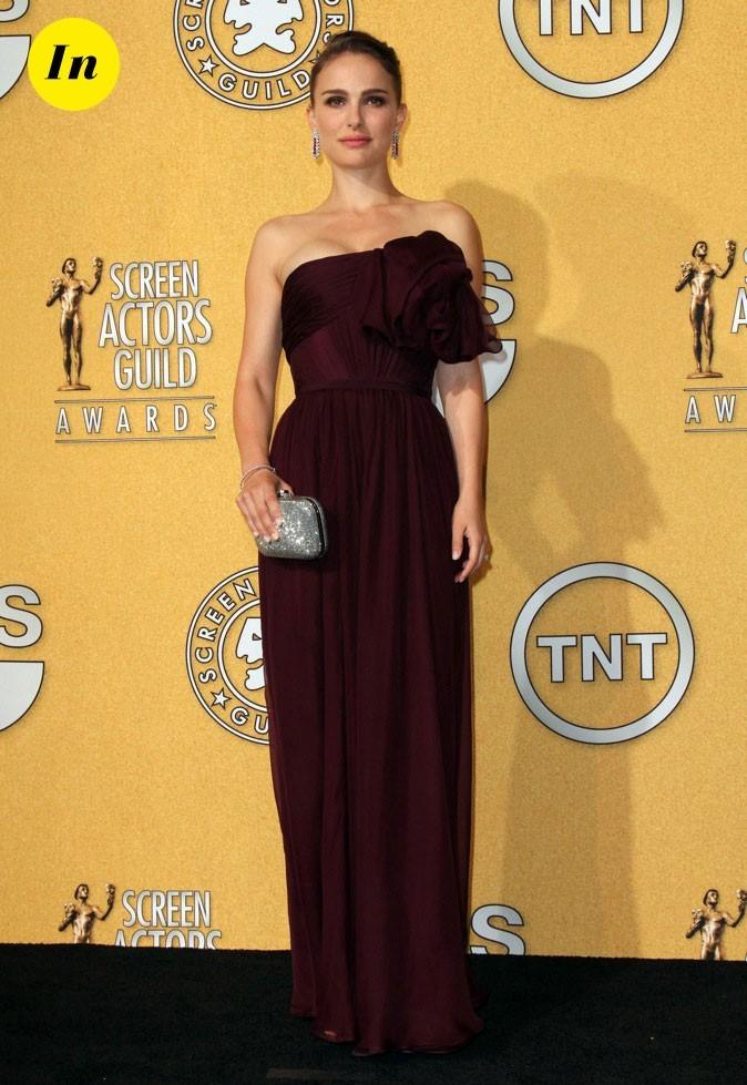 Natalie Portman portait pour l'occasion une robe marron Giambattista Valli