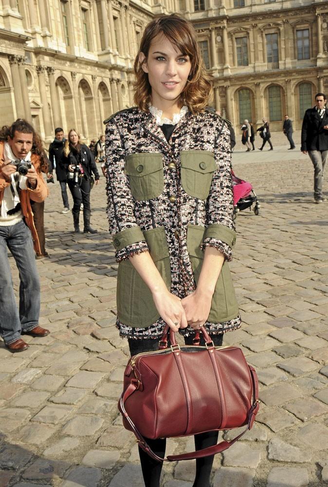 Alexa Chung ne sort plus sans son it bag Sofia Louis Vuitton