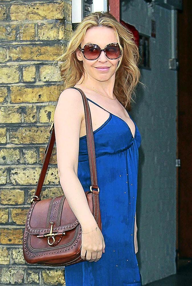 Kylie Minogue opte pour le it bag Snaffle de Gucci