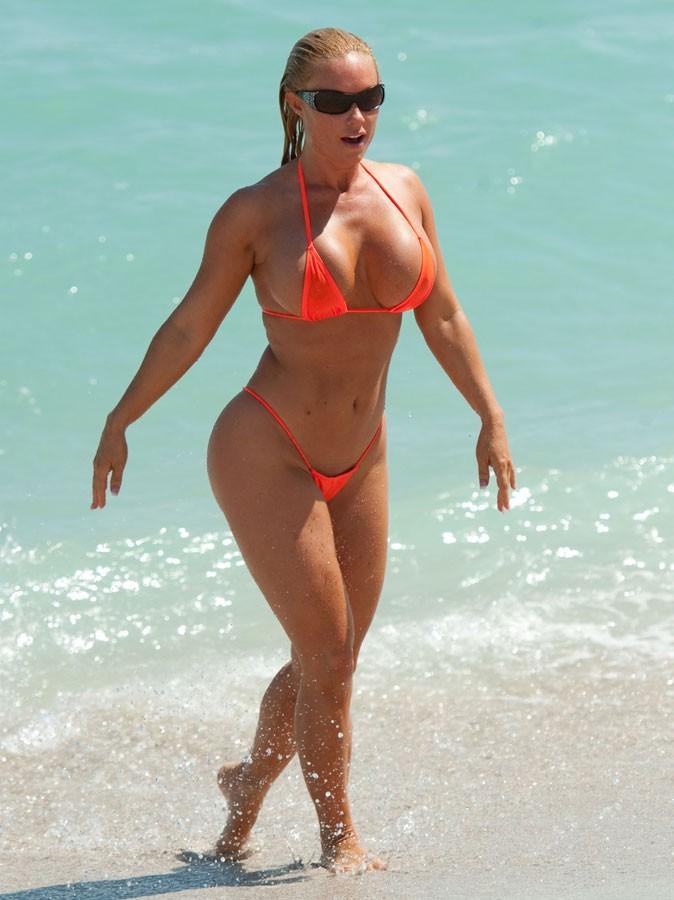 Stars à la plage : oseriez-vous porter le maillot de bain de Coco ?