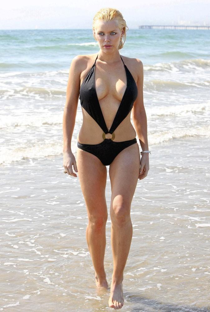 Stars à la plage : oseriez-vous porter le maillot de bain de Sophie Monk ?