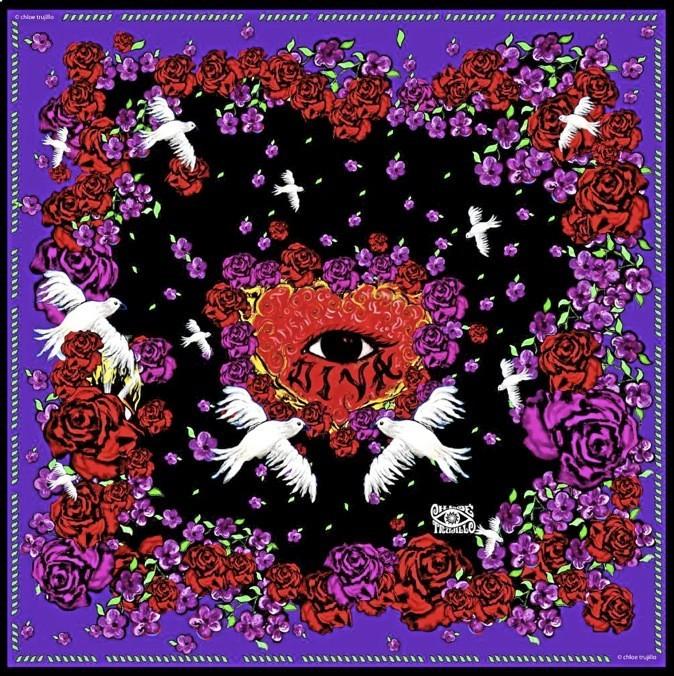 Foulard en soie, 18,50 € Chloé Trujillo chez Colette ou sur www.Colette.fr À partir de 225 €
