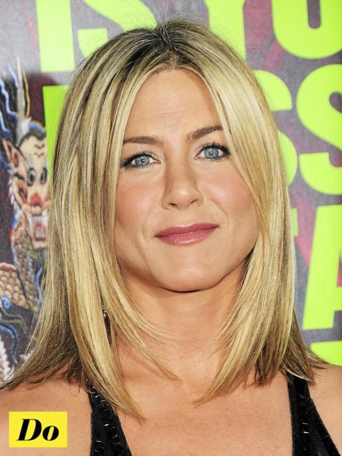 On aime les yeux bleus de Jennifer Aniston sublimés par des lentille !