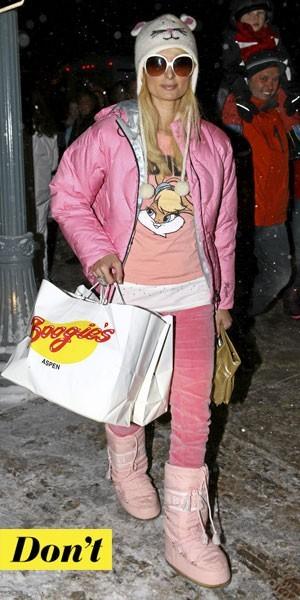 Comment porter les Moon Boots :  le look fashion faux pas de Paris Hilton