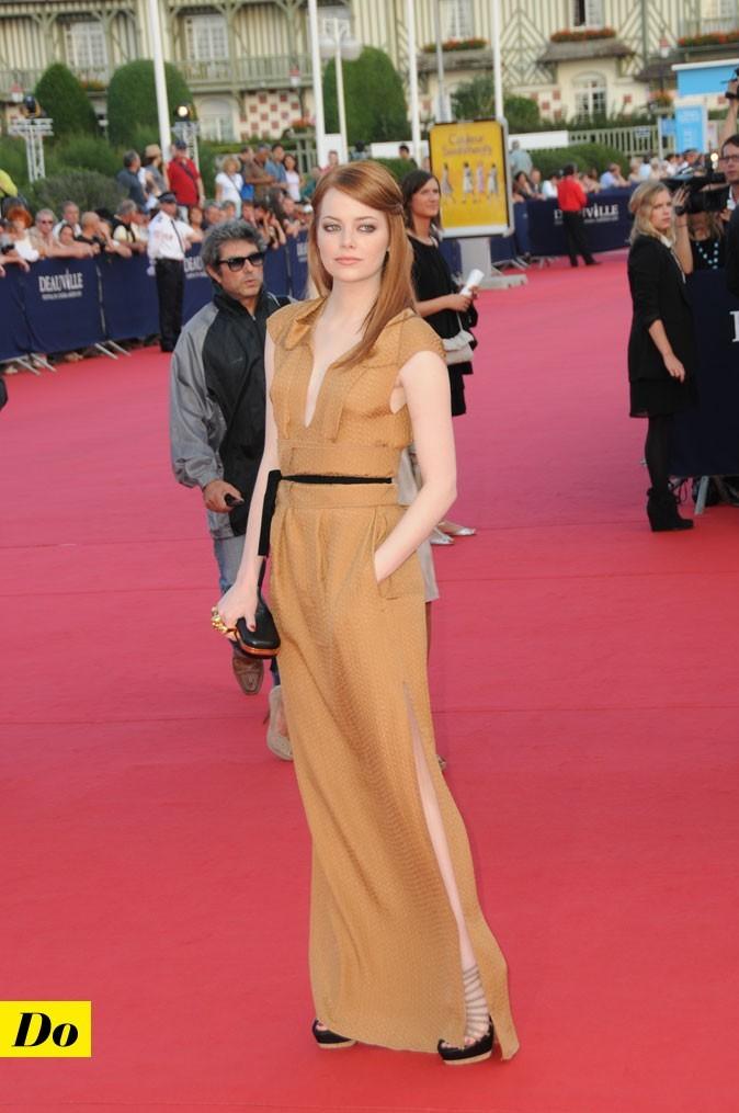 Festival de Deauville : la robe longue fendue Roland Mouret d'Emma Stone