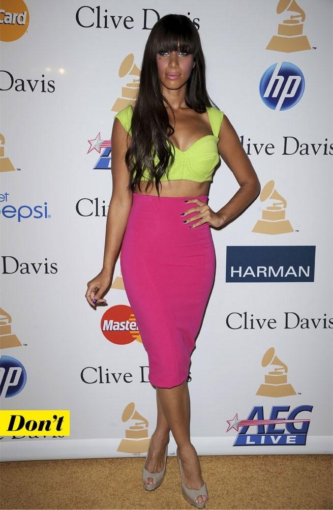 Mode d'emploi du look fluo : la jupe rose fluo et le top jaune fluo de Leona Lewis