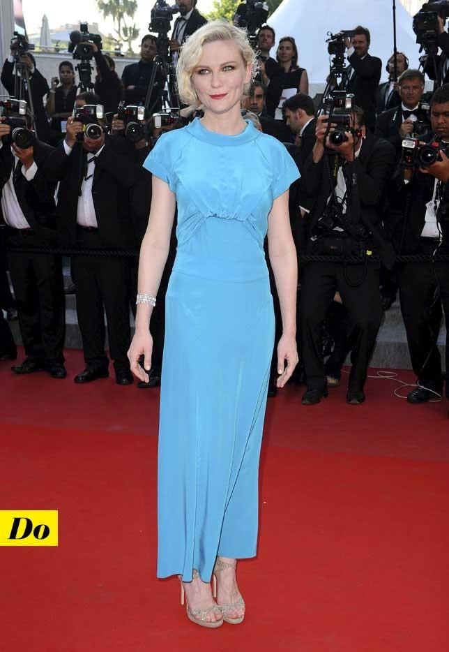 Mode d'emploi du look fluo : la robe bleu fluo de Kirsten Dunst
