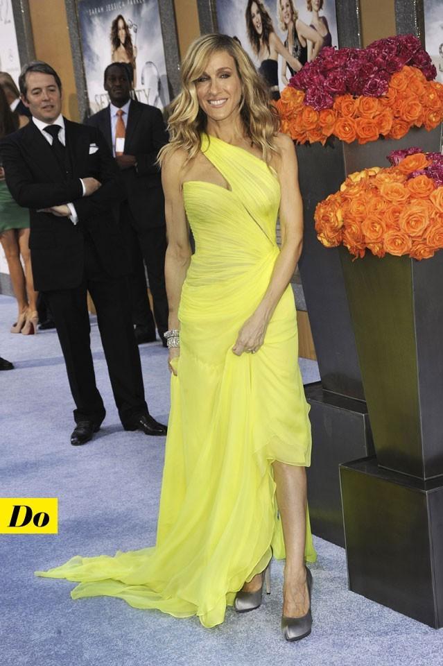 Mode d'emploi du look fluo : la robe jaune fluo de Sarah Jessica Parker