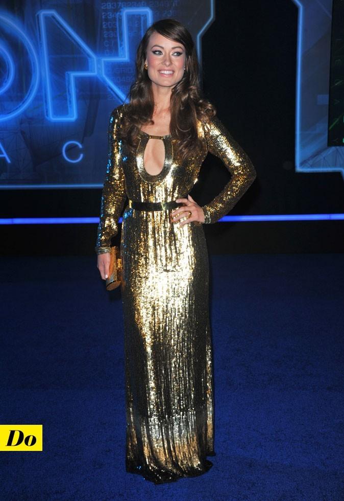 Olivia Wilde et sa maxi robe à sequins dorée