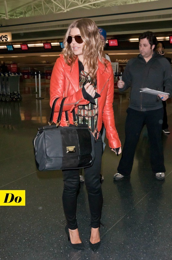 Fergie et son perfecto orange Balenciaga