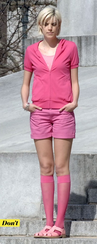 Look d'Agyness Deyn : un short rose avec des sandales assorties !