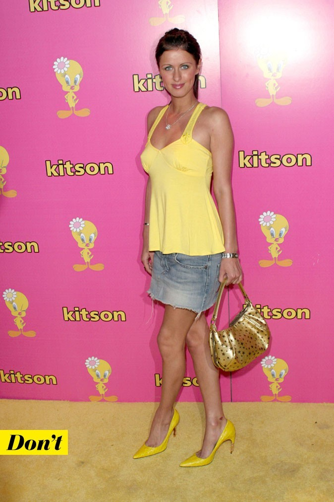 Le look denim de Nicky Hilton : une jupe en jean et un top jaune