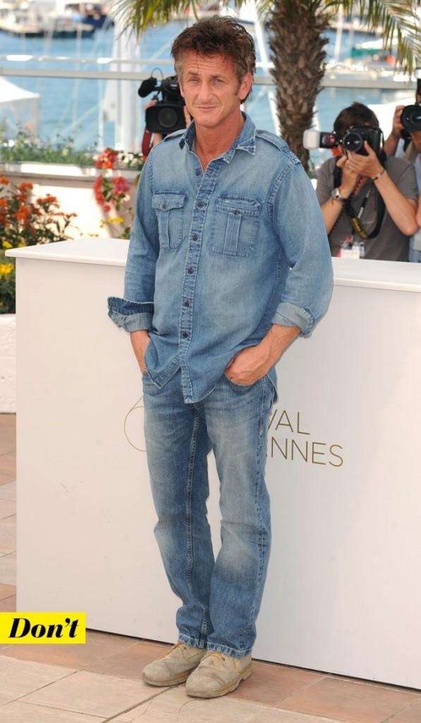 Le total look denim de Sean Penn : une chemise en jean et un jean droit délavés
