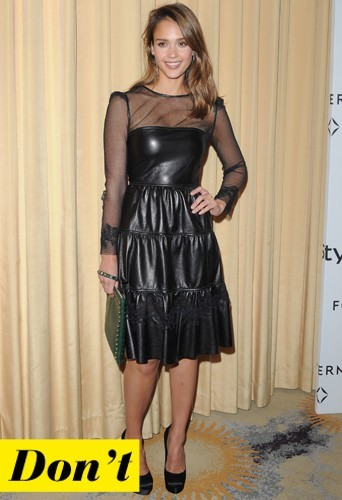 Jessica Alba et sa robe en cuir bi-matière
