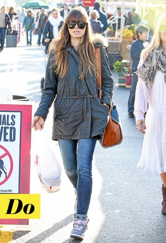 Jessica Biel : Parka + baskets + it bag Stella McCartney = oh yeah !