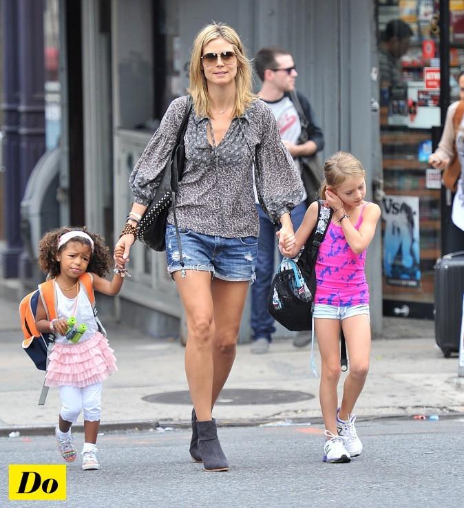 Heidi Klum mise sur les low boots et le short en jean !