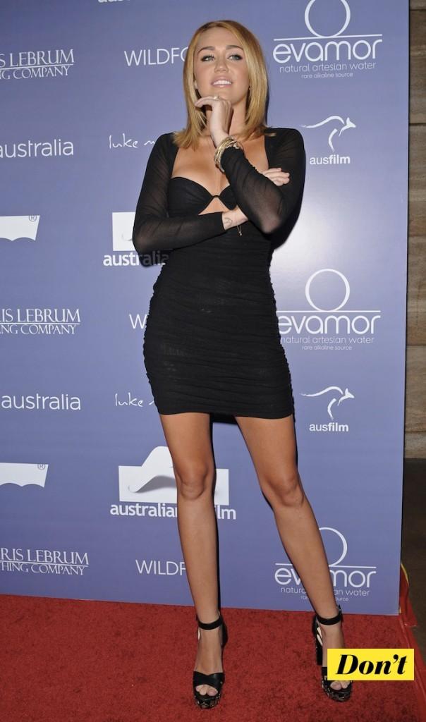 Miley Cyrus : les seins à l'air !
