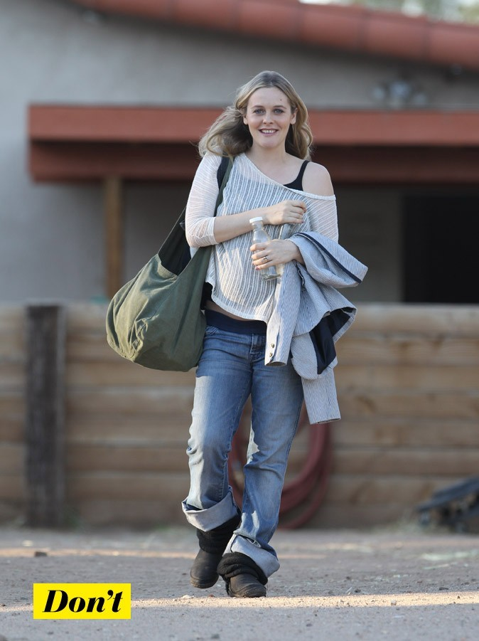 Alicia Silverstone enceinte : Son top loose transparent !