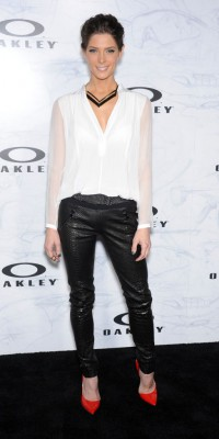 Ashley Greene : un look so chic pimenté par des escarpins flamboyants !