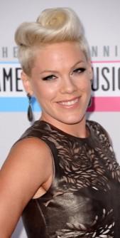 Beauté : Pink VS Jenny McCarthy : quelle coiffure est la plus rock ?