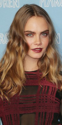 Cara Delevingne : on adore son beauty look flamboyant !