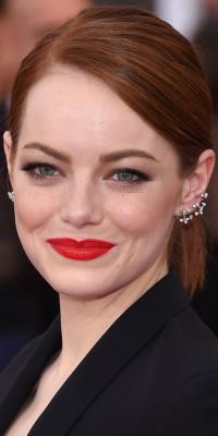 Emma Stone VS Reese Witherspoon : sur le tapis rouge, qui porte le mieux la queue de cheval ?