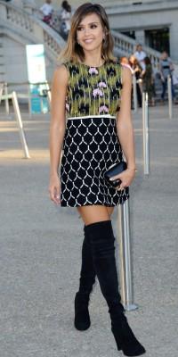 Jessica Alba, carrément craquante en look sixties pour Giambattista Valli !