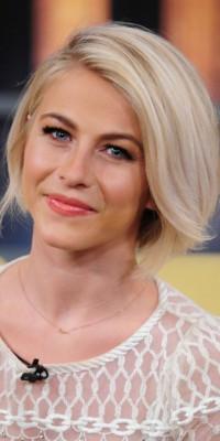 Julianne Hough VS Sienna Miller : quelle blonde porte le mieux le carré court ?