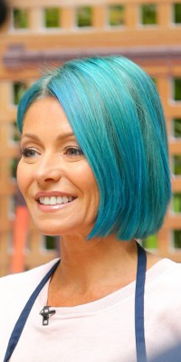 Kelly Ripa : à son tour de voir la vie en bleu...