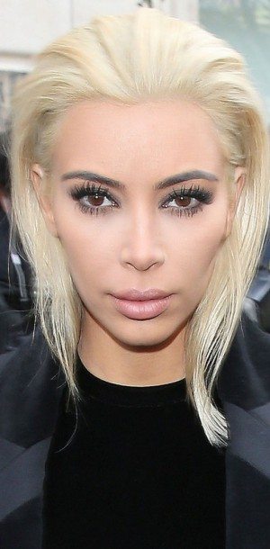 Kim Kardashian : adieu le brun, bonjour le blond platine !