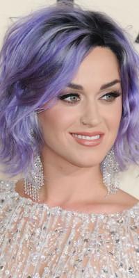 Kim Kardashian VS Katy Perry : Sur le tapis rouge, qui porte le mieux le carré wavy ?