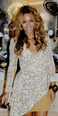 Look : Beyonce : elle assure en robe bi-matière !