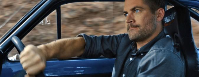 Paul Walker déterminé au volant de sa voiture durant le tournage de Fast And Furious