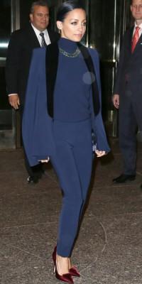 Nicole Richie : elle assortie sa tenue à ses cheveux bleus !