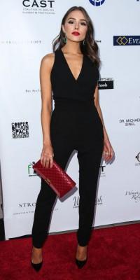 Olivia Culpo : sexy 'n' chic en combinaison noire sans Nick Jonas !