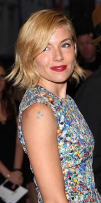 Sienna Miller : on copie son beauty look automnal !