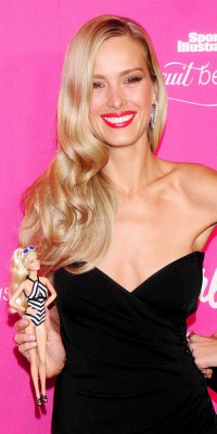 Petra Nemcova : un beauty look de poupée Barbie !