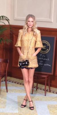 Poppy Delevingne : tweed à l'honneur pour briller au défilé Chanel !