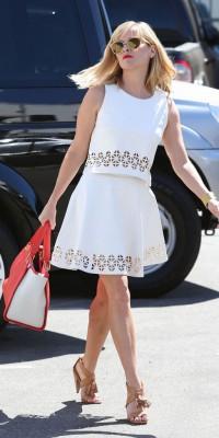 Reese Witherspoon : une beauté immaculée pour l'été !