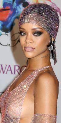 Rihanna : nude pour son corps, mais pas son visage !