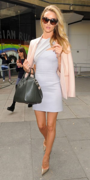 Rosie Huntington-Whiteley : un look à copier pour le printemps !