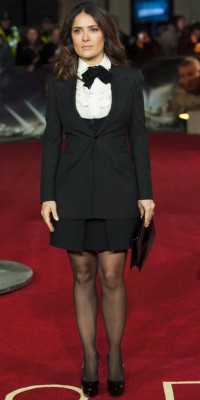 Salma Hayek : la chemise à jabots sur le red carpet... in ou out ?