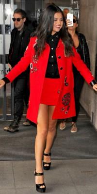 Selena Gomez : en rouge et noir, elle illumine Londres !