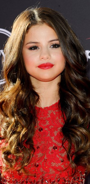 Selena gomez o shopper son beauty look en moins cher - Ou habite selena gomez ...